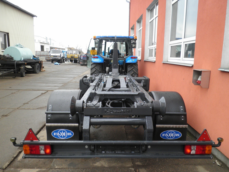 Traktorový přívěs